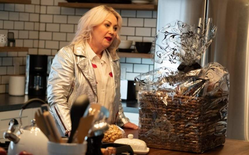 Image for Jann Arden on cooking, dining out in Canada as a vegan and her new sitcom