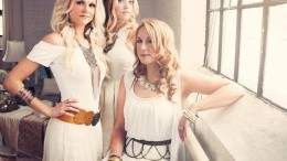 Image for One day in Oshawa: Singer song writer Cadence Grace from country girl group Runaway Angel
