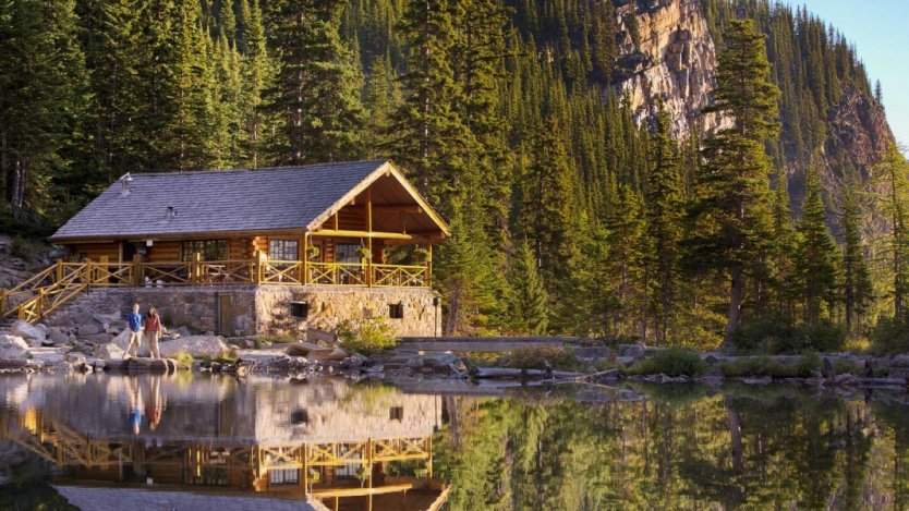Image for Canadian food DYK: Canada's most elevated tea time happens at the Lake Agnes Tea House