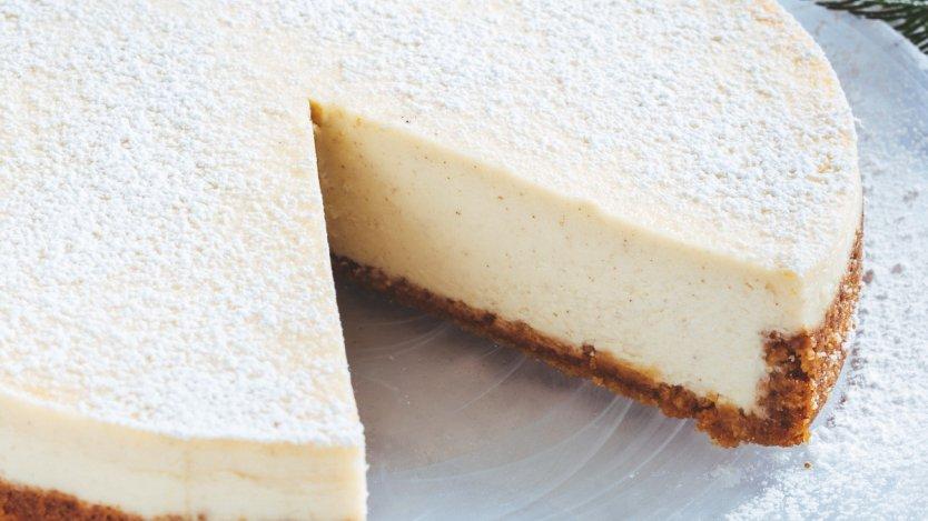 Image for Ricardo Larrivée's eggnog cheesecake
