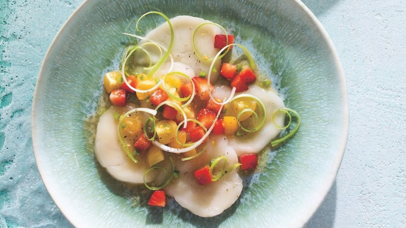 Ricardo magazine's scallop crudo with strawberry salsa