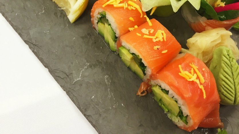 Ki modern japanese 39 s smoked salmon roll eat north for Modern house sushi 9 deler sett