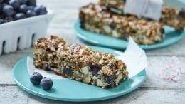 Image for B.C. blueberry granola bars