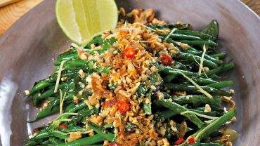 Stir-fried green bean salad